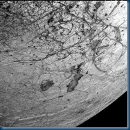Europa's surface showing 2dark features