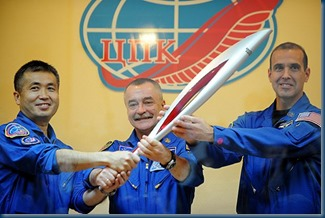 the-Sochi-2014-Winter-Olympic-torch-MAIN-2685819